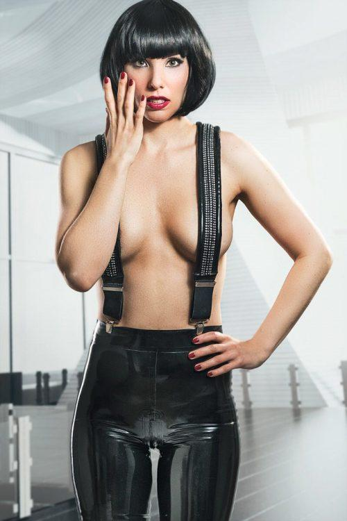 geile doktorin latex catsuit anziehen